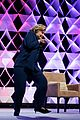 woman throws shoe at hillary clinton in las vegas 05