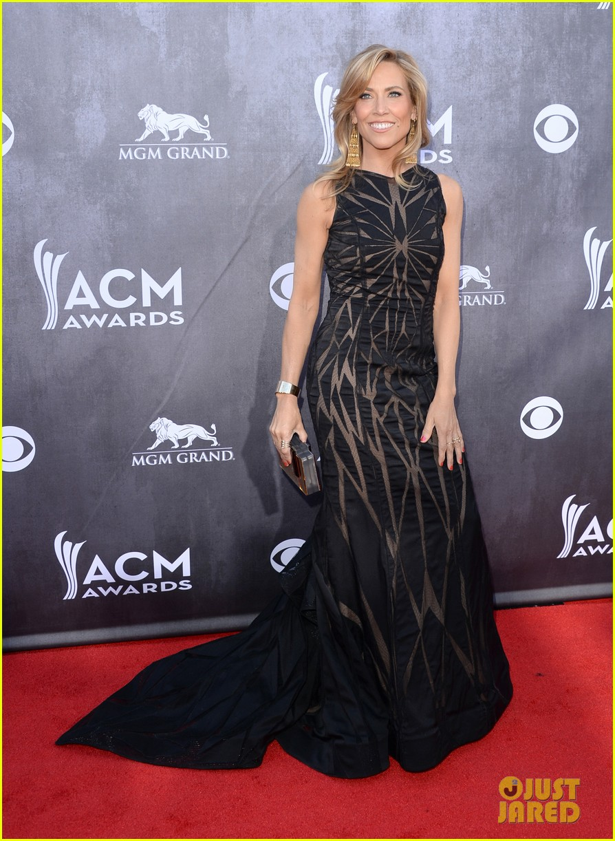 sheryl crow acm awards 2014 red carpet 01