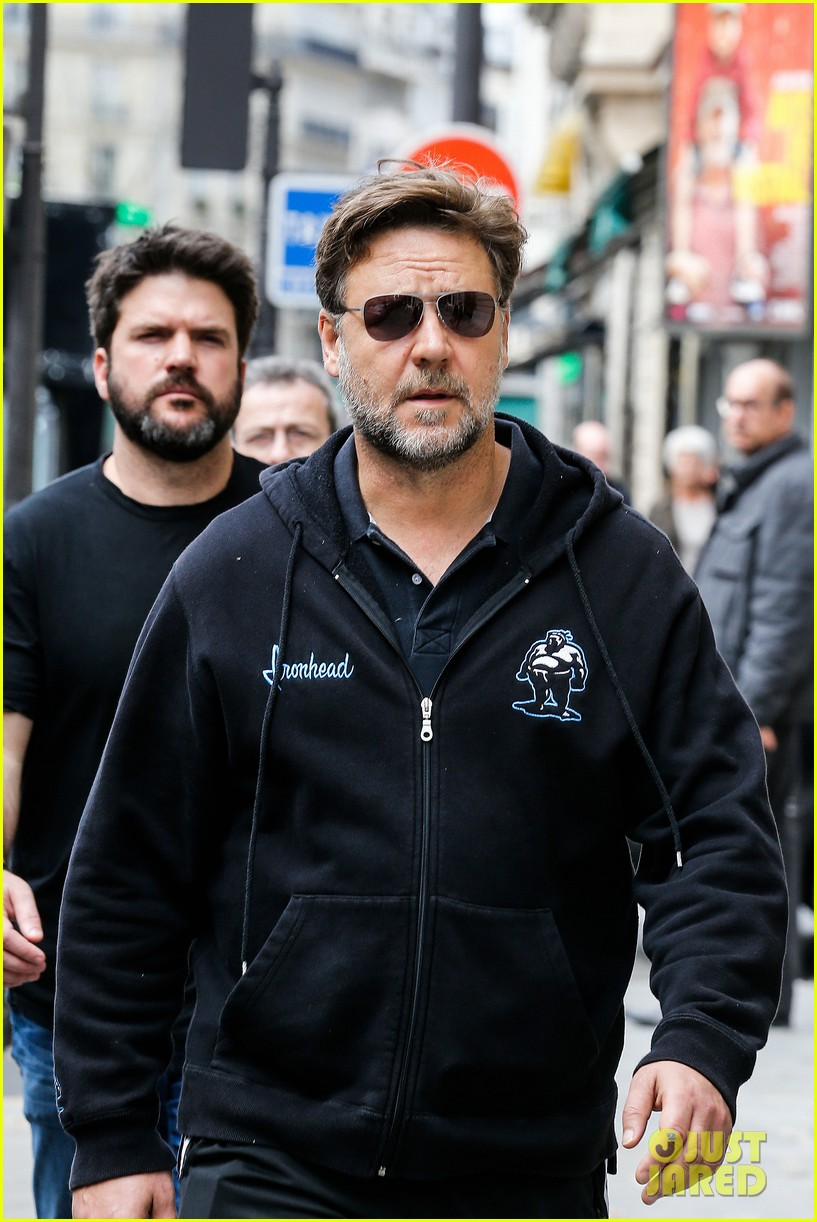 sad news russell crowe wont be reprising jor el role for batman vs superman 023083886