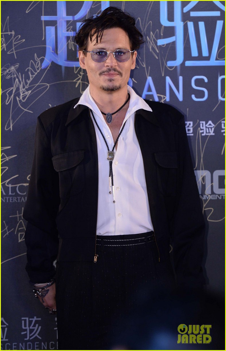 johnny depp hits the transcendence premiere 123082675