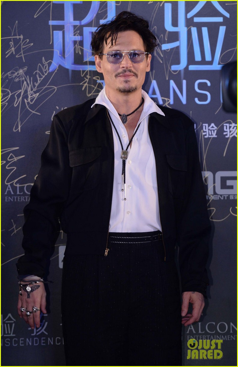 johnny depp hits the transcendence premiere 143082677