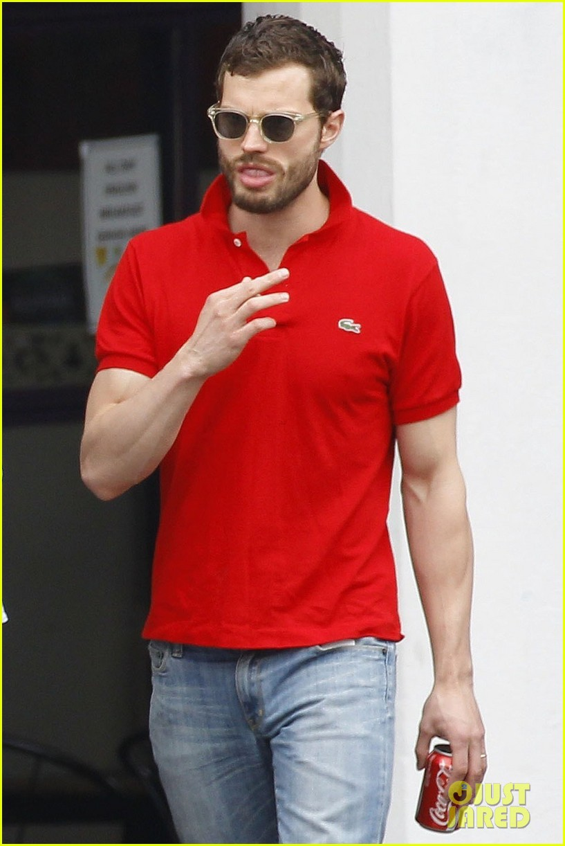 jamie dornan treats his wife to lunch in london 033093850