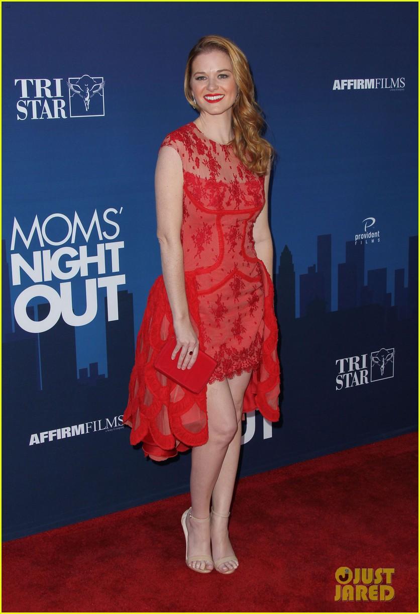 greys anatomy cast supports sarah drew at moms night out premiere 20