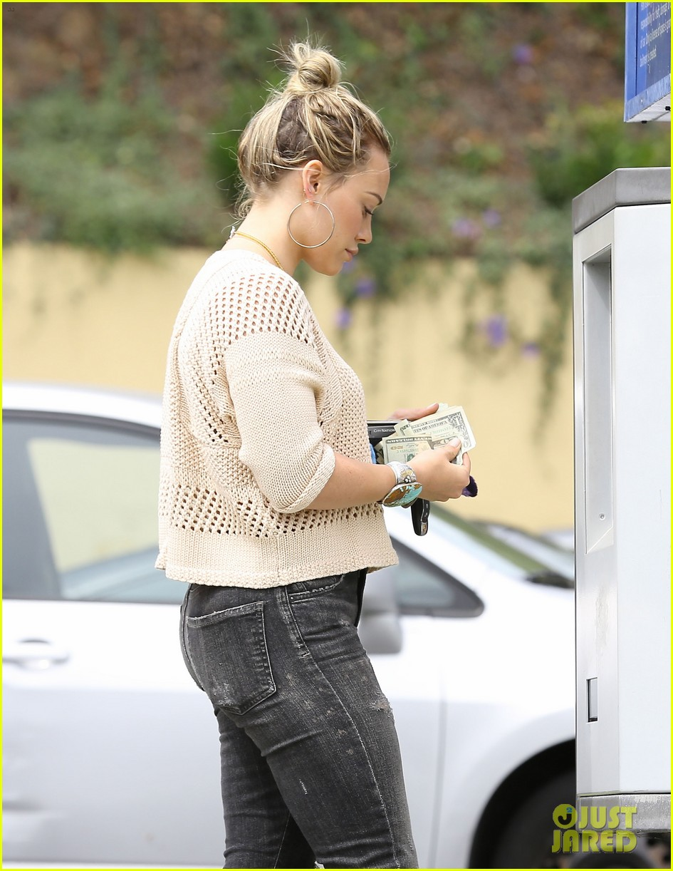 hilary duff runs errands aaron carter gushes over lost love 24