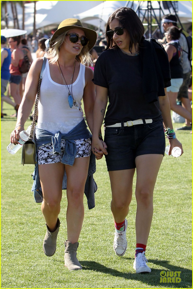 hilary duff mike comrie friendly affair at coachella 033089509