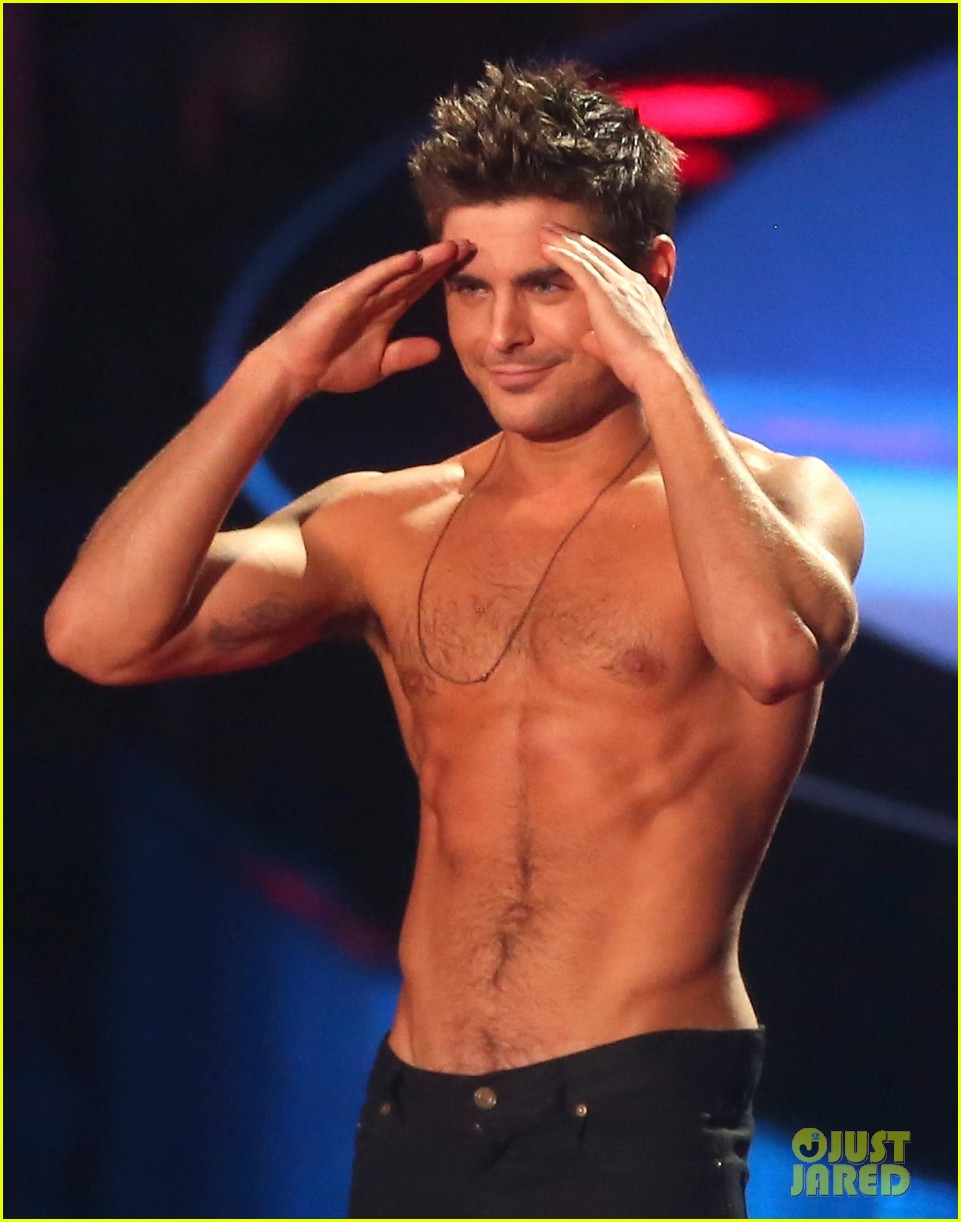 zac efron interviewed shirtless mtv movie awards 13