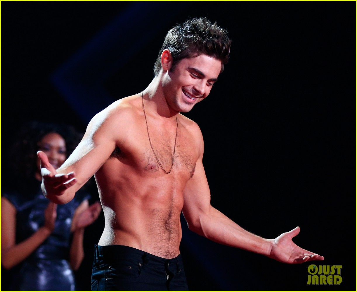 zac efron interviewed shirtless mtv movie awards 15