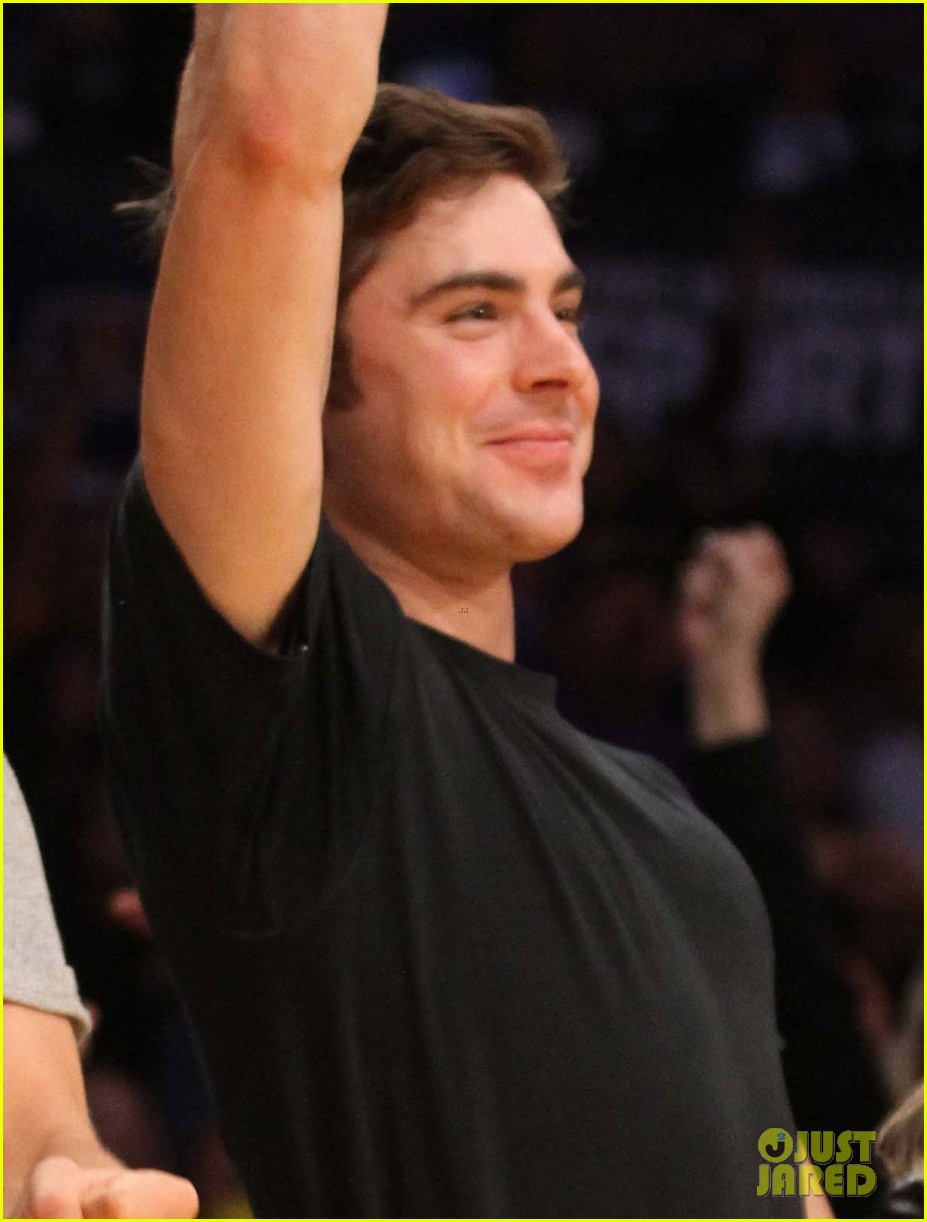 zac efron halston sage lakers game 073084973