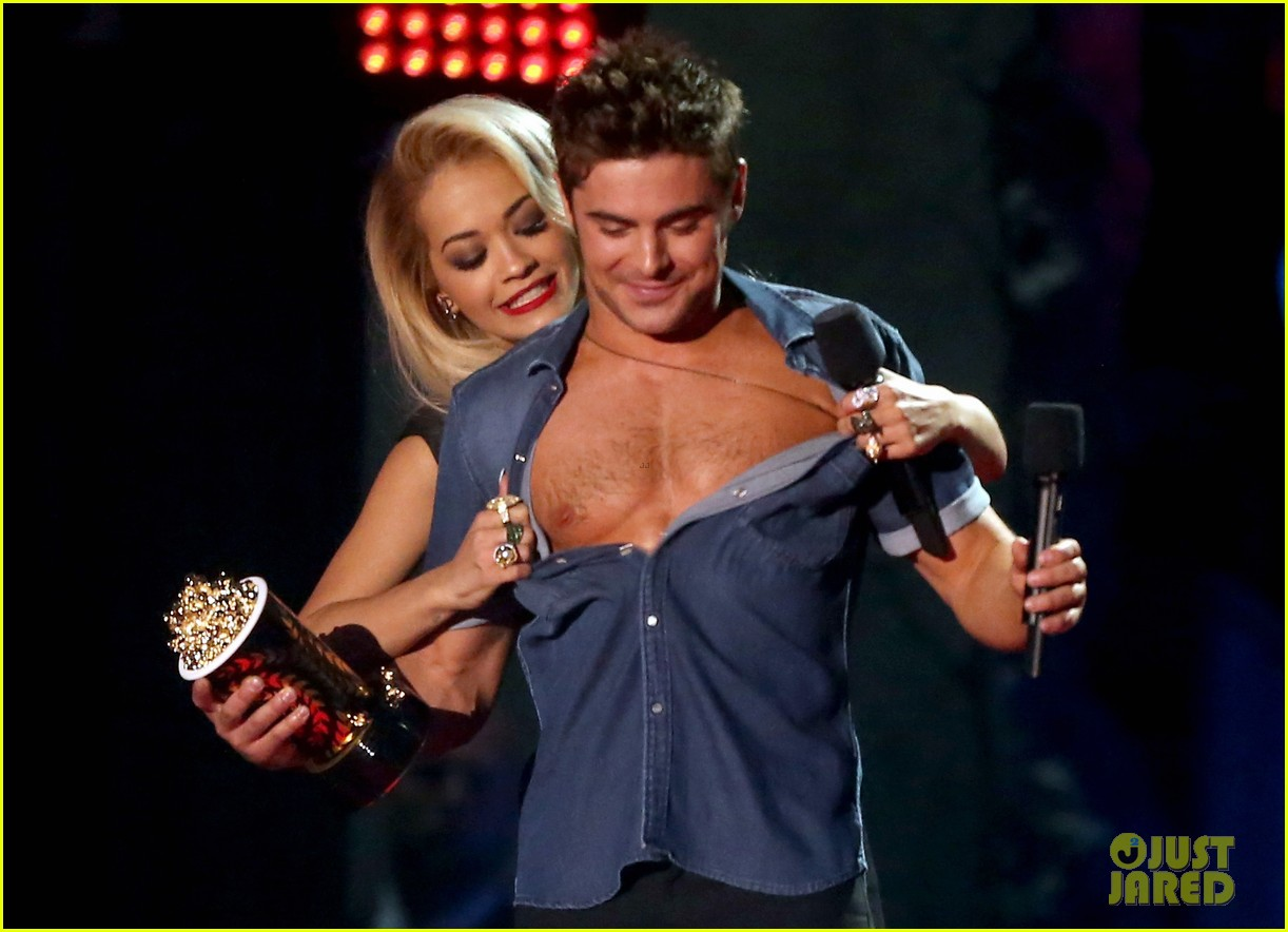 more zac efron shirtless photos mtv movie awards 2014 10