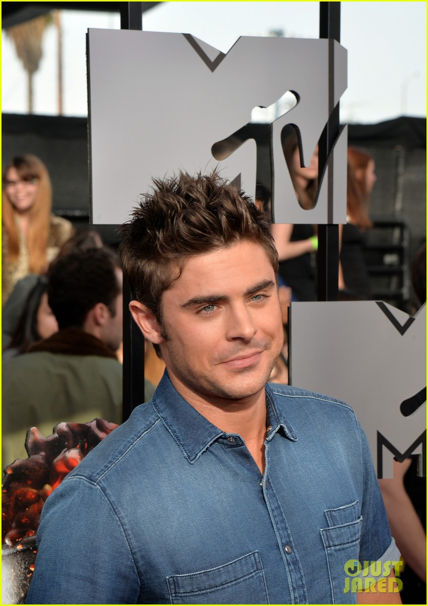 zac efron arms mtv movie awards 2014 073091184
