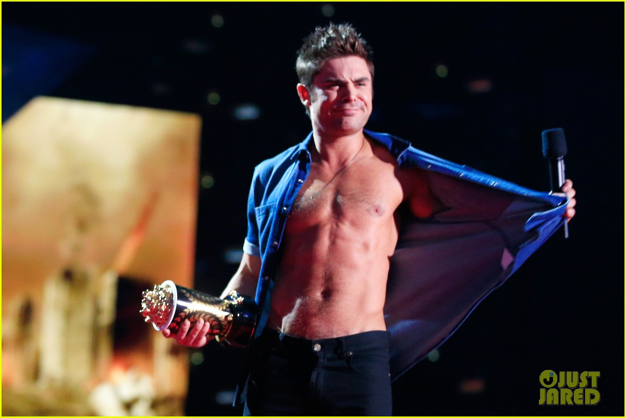 zac efron shirtless mtv movie awards 2014 093091288