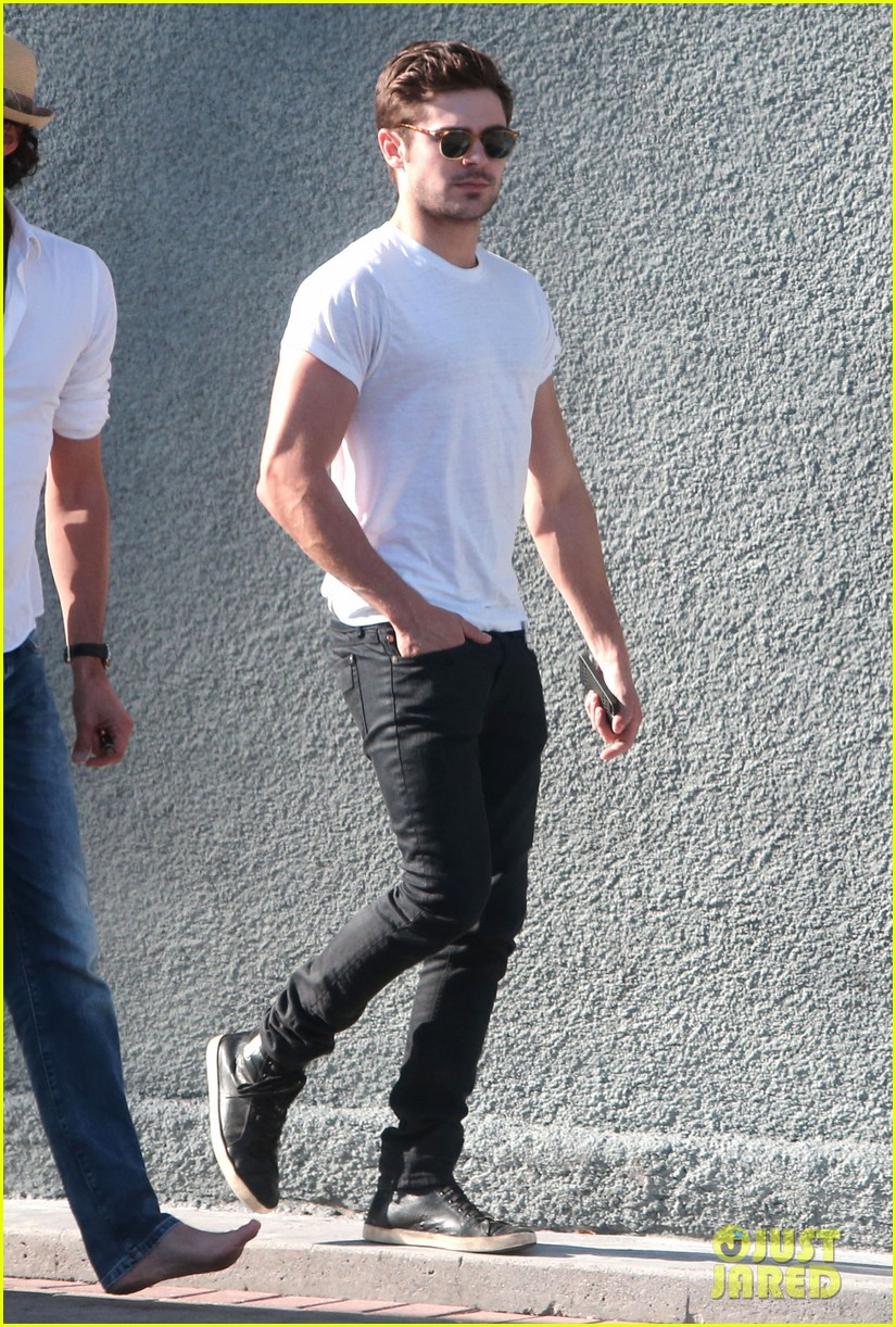 zac efron toned arms shopping guitars 07