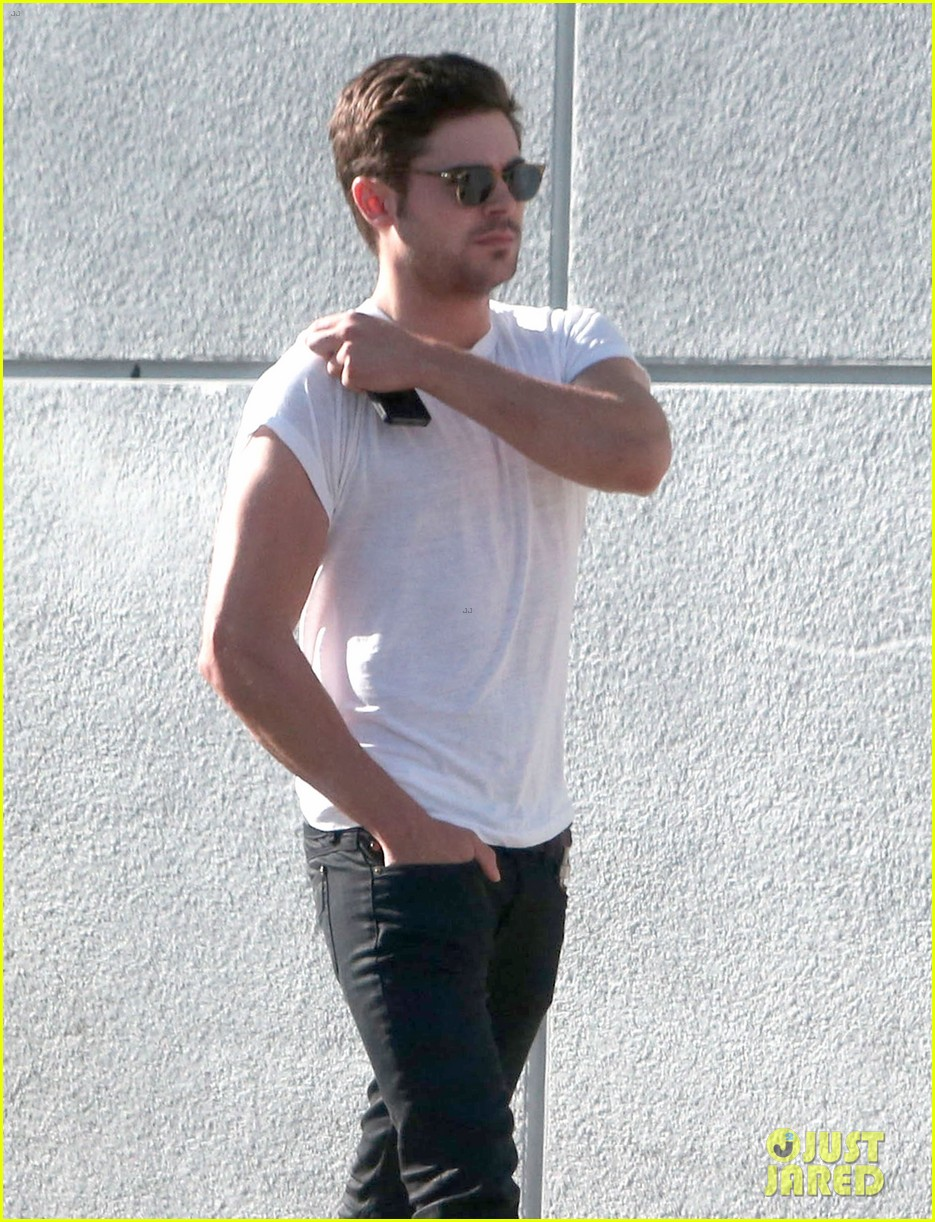 zac efron toned arms shopping guitars 133084143