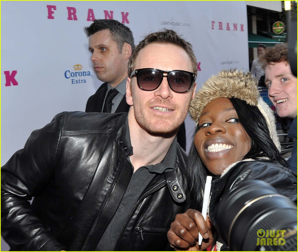 michael fassbender works the red carpet in a leather jacket 013098307