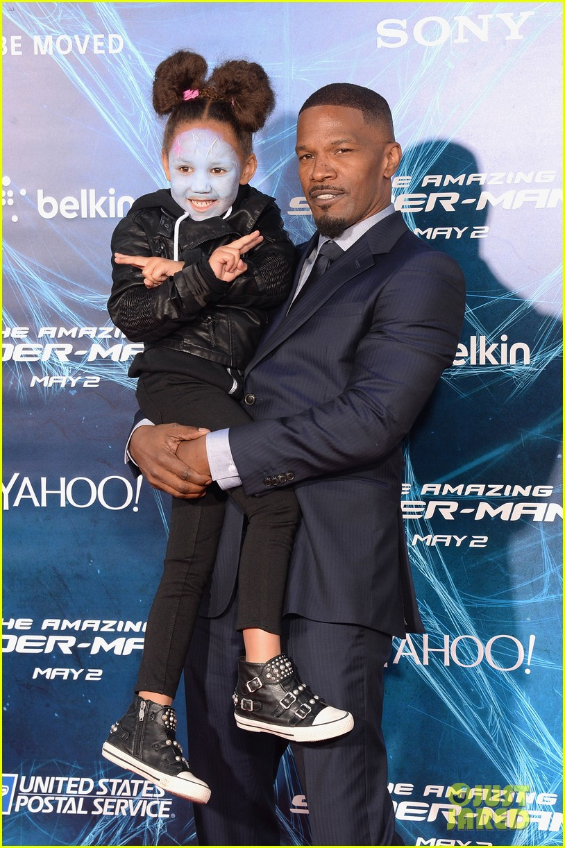 http://cdn03.cdn.justjared.com/wp-content/uploads/2014/04/foxx-makeup/jamie-foxx-daughter-wears-electro-makeup-at-amazing-spider-man-2-premiere-10.jpg