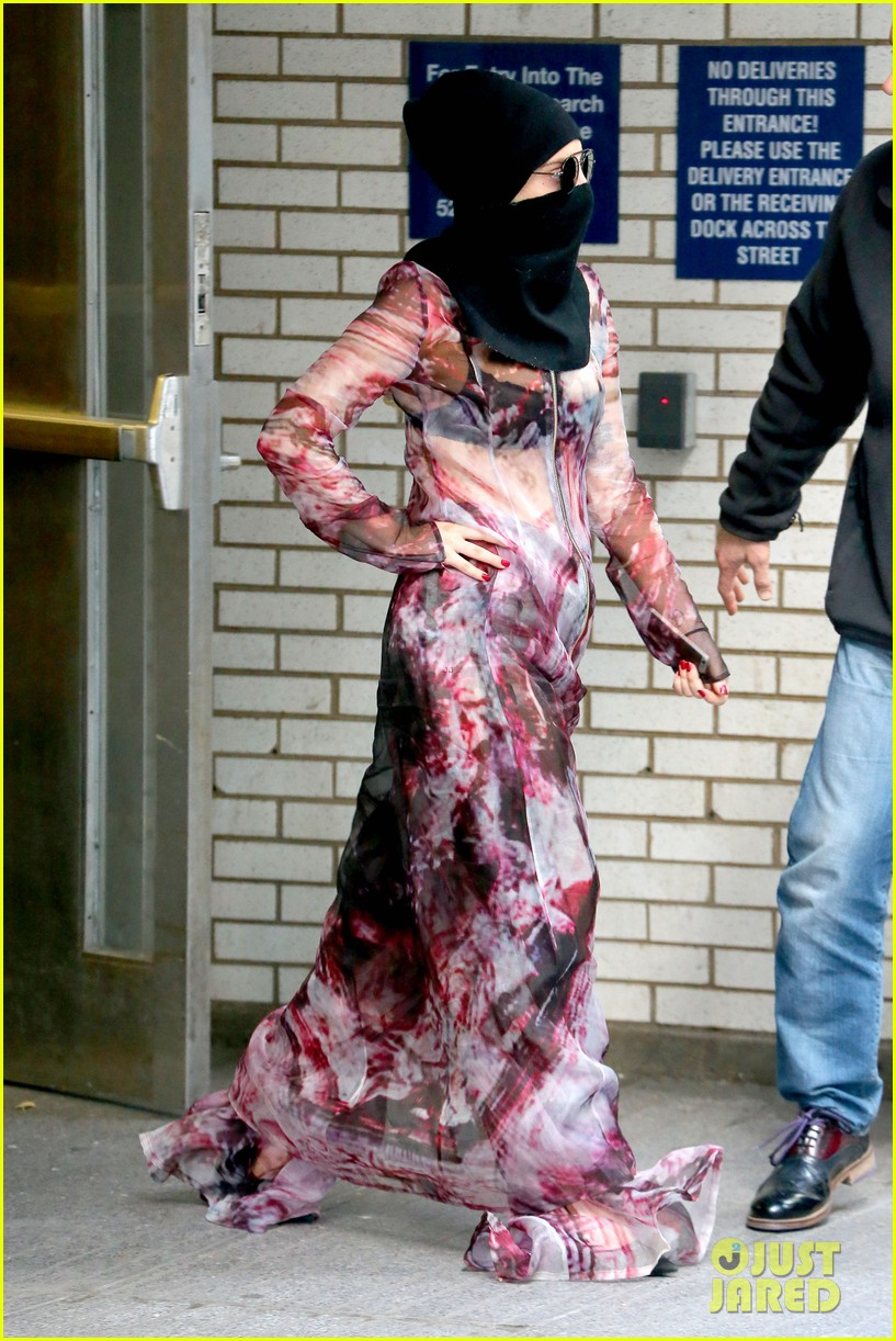 lady gaga wears burqa hospital visit 183085340