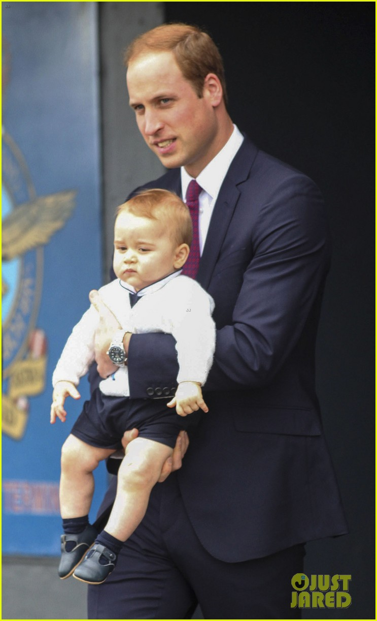 prince george makes appearance parents play with puppies 283092963