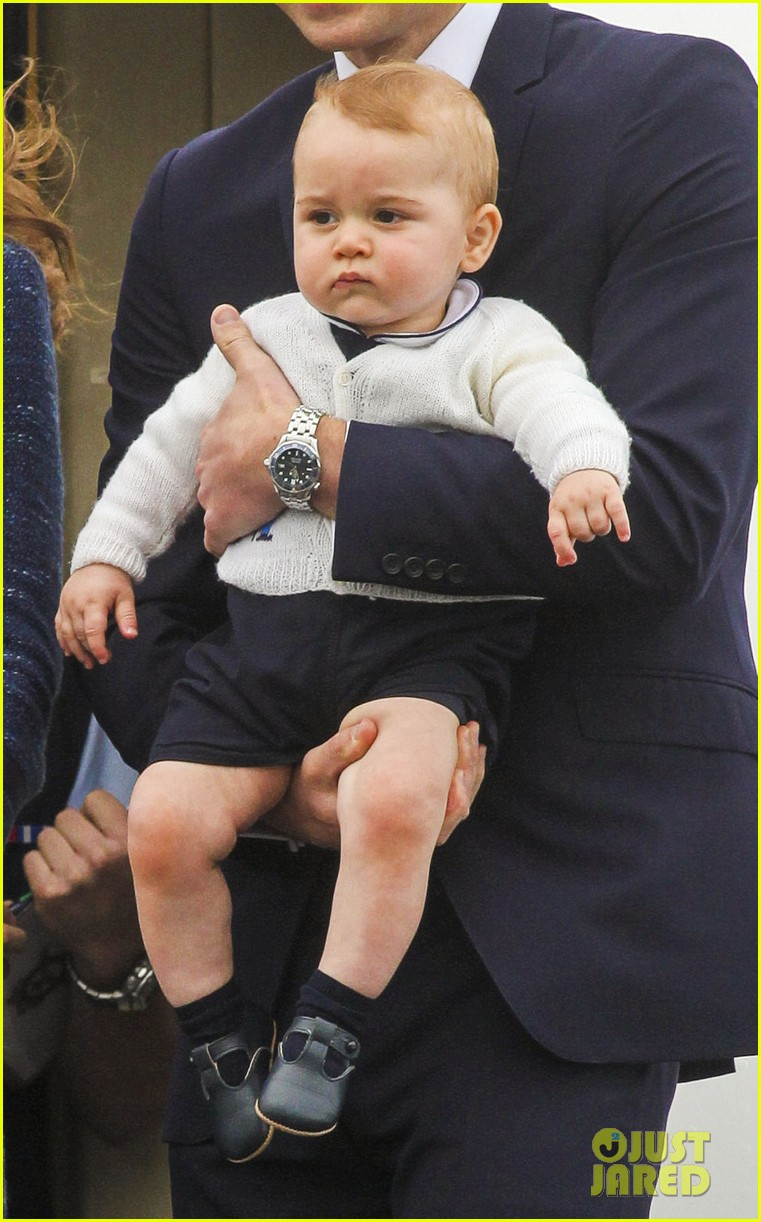 prince george makes appearance parents play with puppies 31