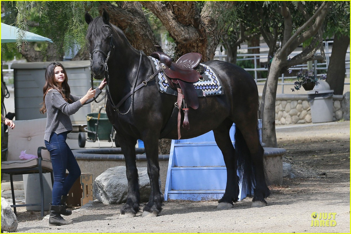 selena gomez good friday with a horse 033094705