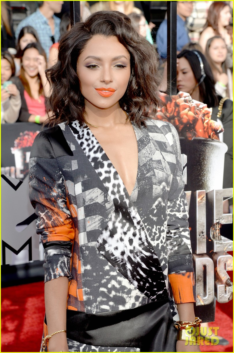 kat graham printed beauty at mtv movie awards 2014 red carpet 033091277