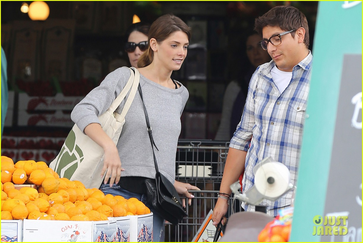 ashley greene spends weekend with mother michele 12