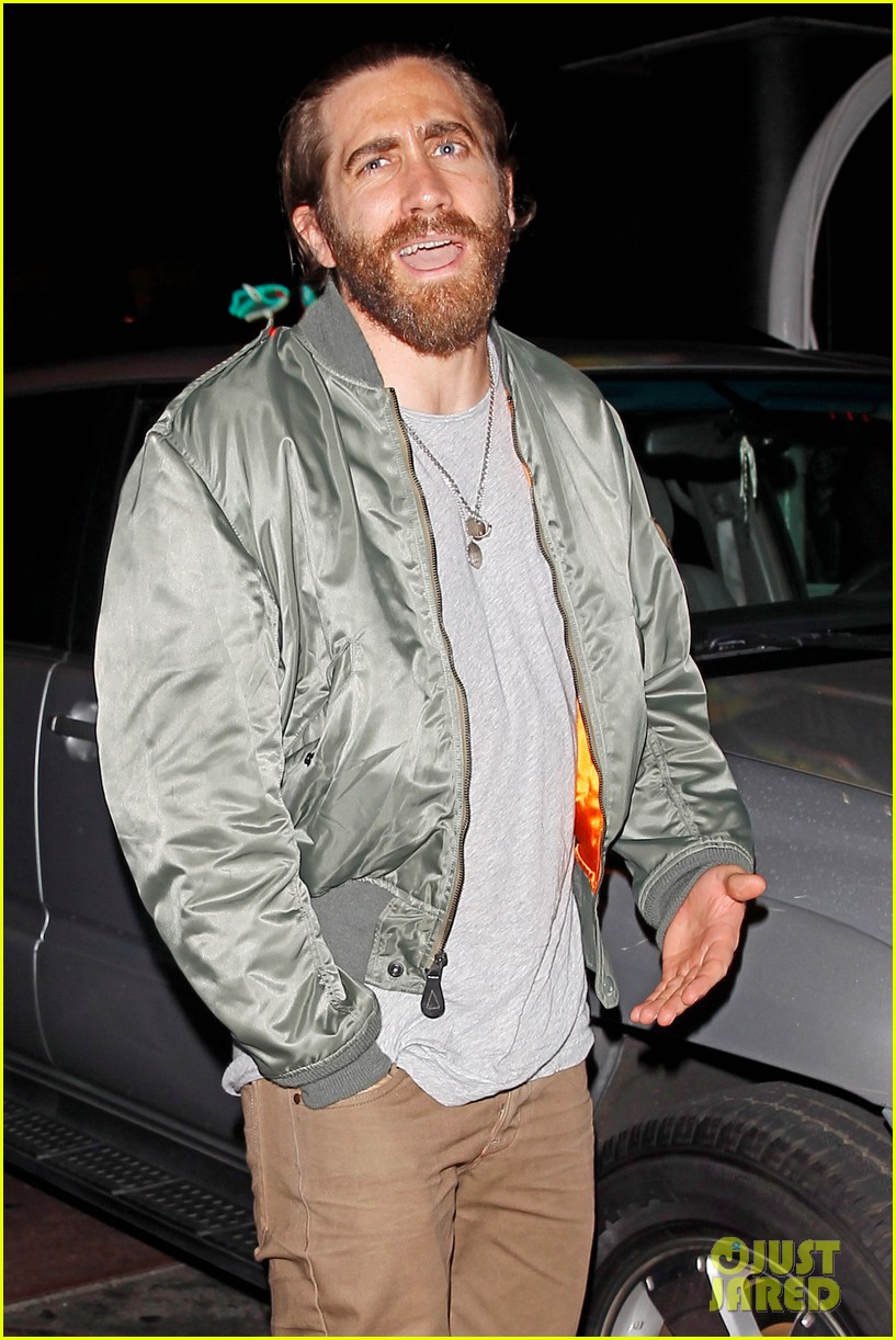 jake gyllenhaal aaron paul are easy on the eyes at arcade fire concert 04