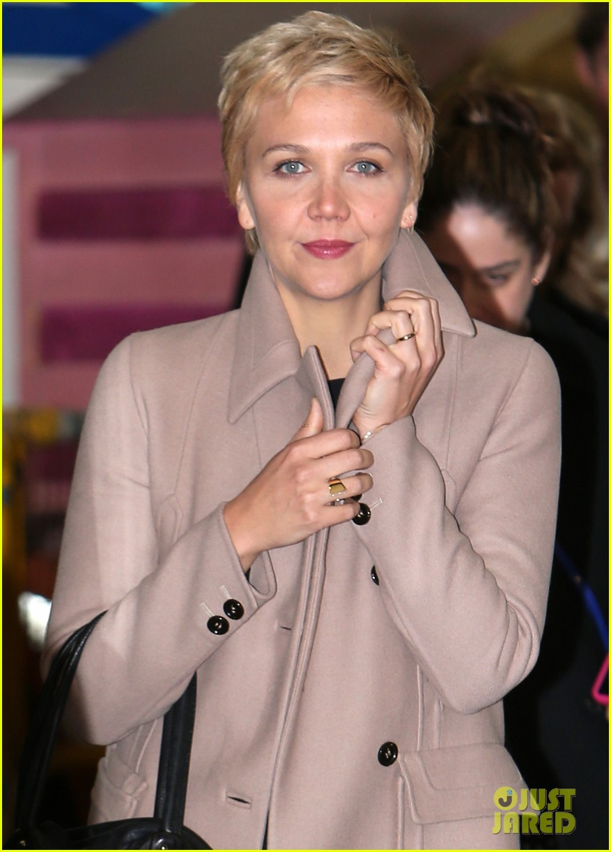 were loving maggie gyllenhaal blonde pixie haircut 02