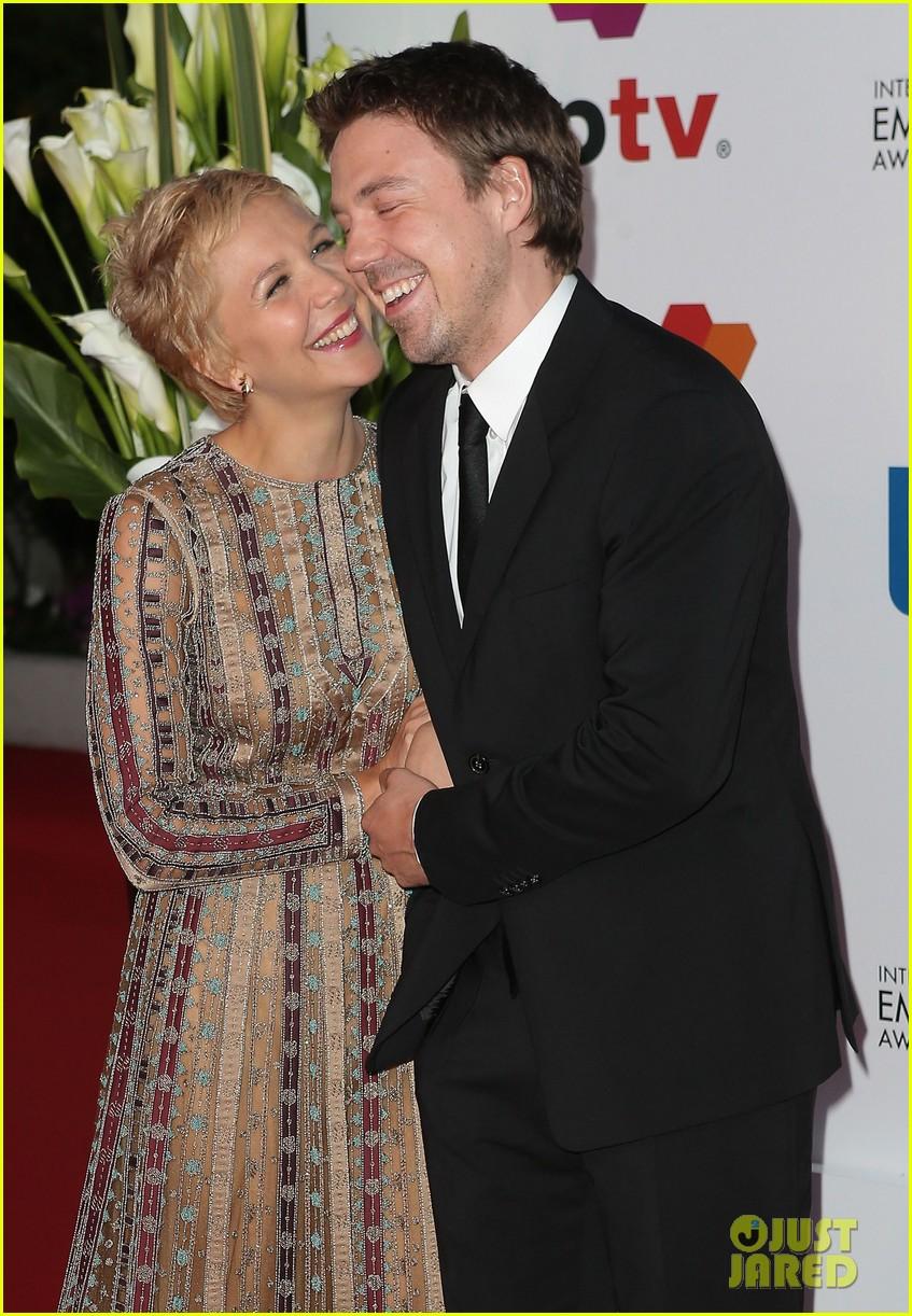 maggie gyllenhaal debuts blonde pixie cut 103086840