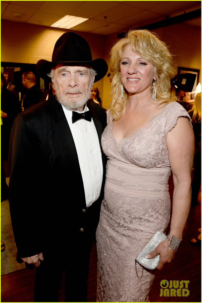 merle haggard acm awards 2014 with wife 023085985