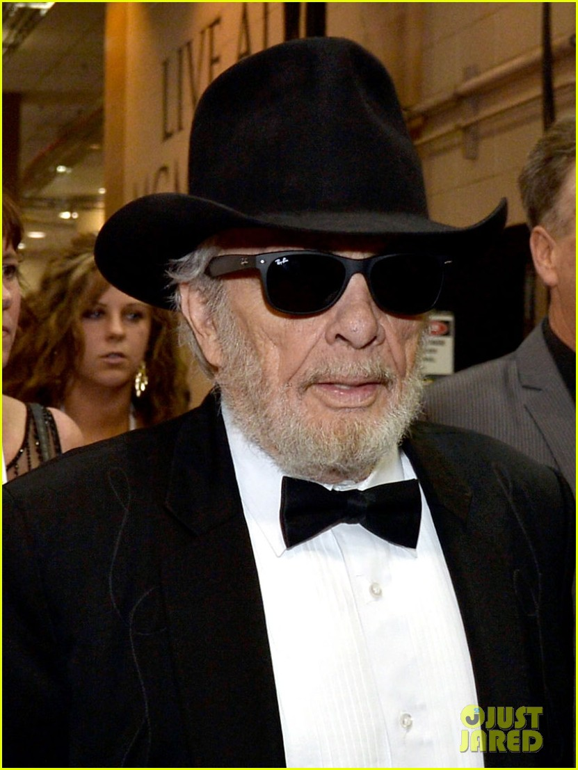 merle haggard acm awards 2014 with wife 033085986