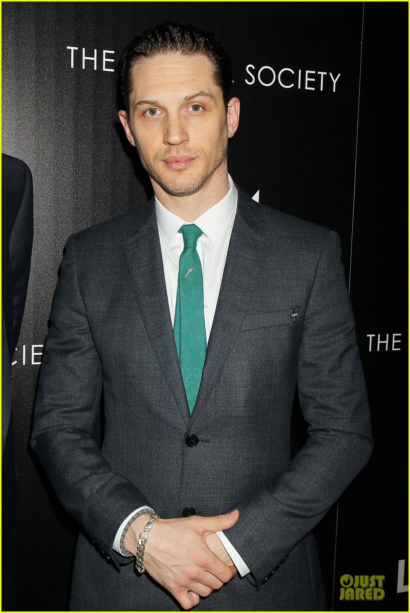 tom hardy sports green tie at locke premiere 073097095