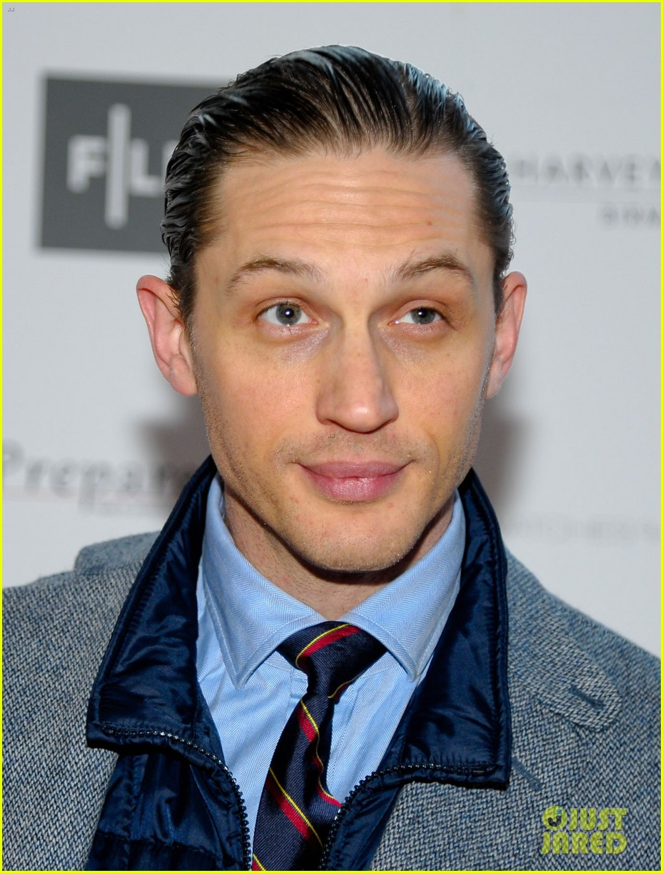 tom hardy slicks back his hair locke uk premiere 013094398