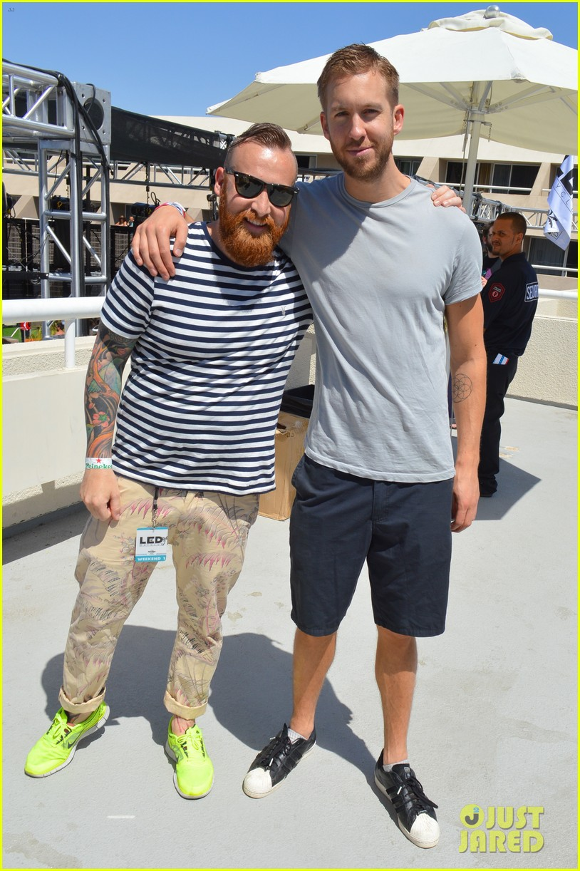 calvin harris performs energetic set at coachella 2014 13