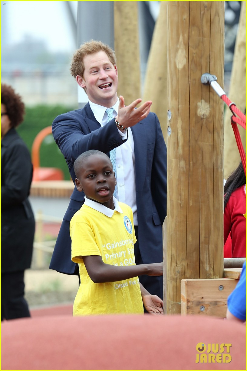 prince harry playing with kids at a playground 05