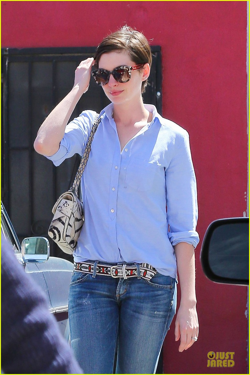 anne hathaway adam shulman antiques at home 043082568