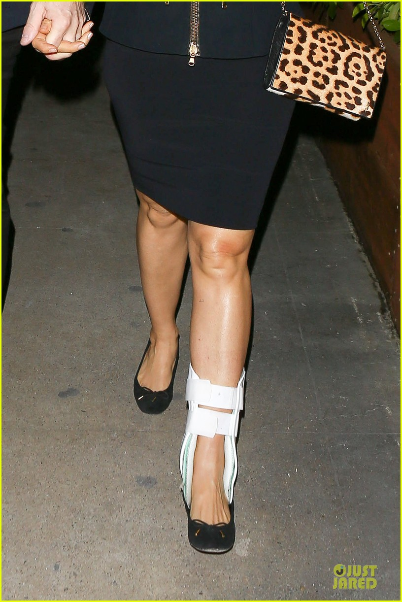 salma hayek can still look classy with ankle brace 02