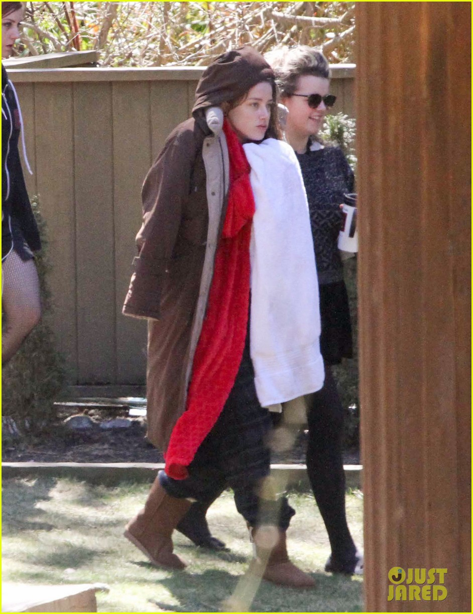 amber heard bundles up tons of layers 023089101