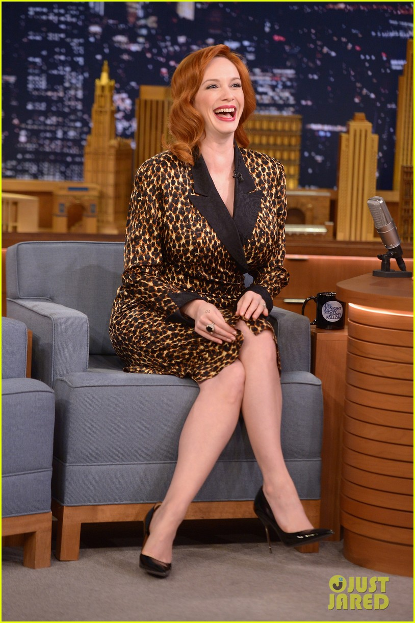 christina hendricks expresses her love for kaftan dresses on tonight show 043096689