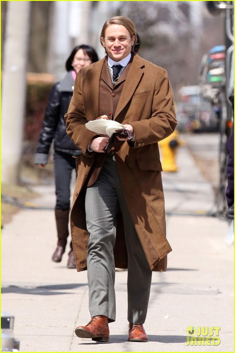 tom hiddleston charlie hunnam make period costumes look sexy 033094166