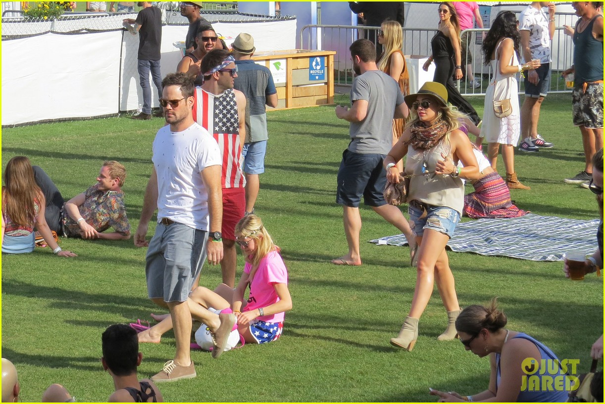 hilary duff mike comrie backstage coachella musica festival 2014 093090438