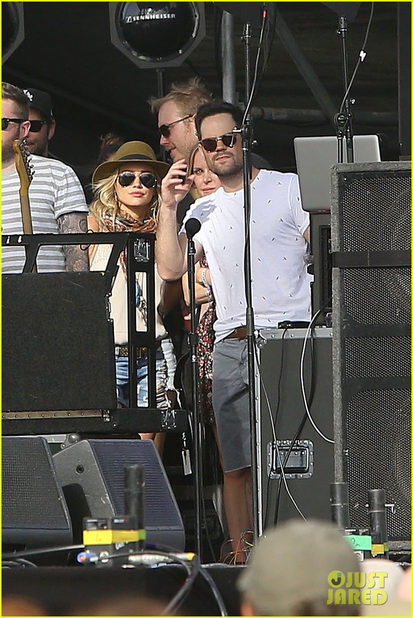 hilary duff mike comrie backstage coachella musica festival 2014 12