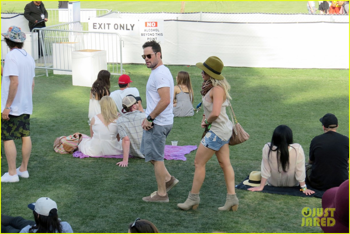 hilary duff mike comrie backstage coachella musica festival 2014 17