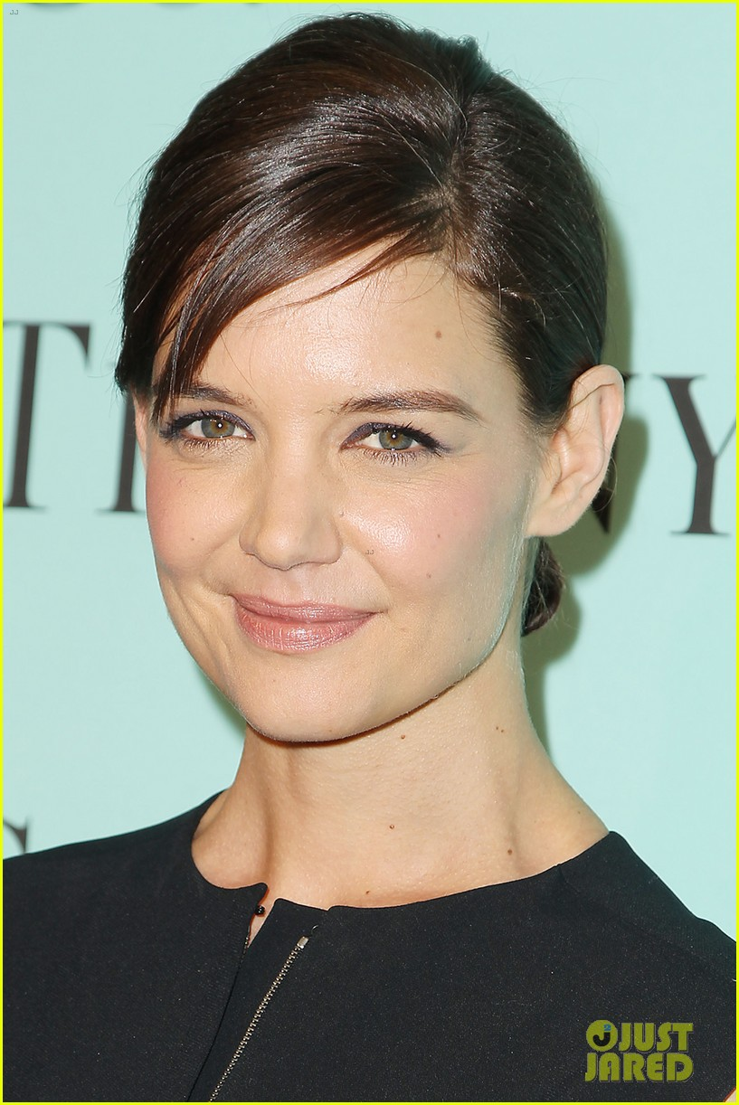 katie holmes jessica biel take red carpet selfies 143088635