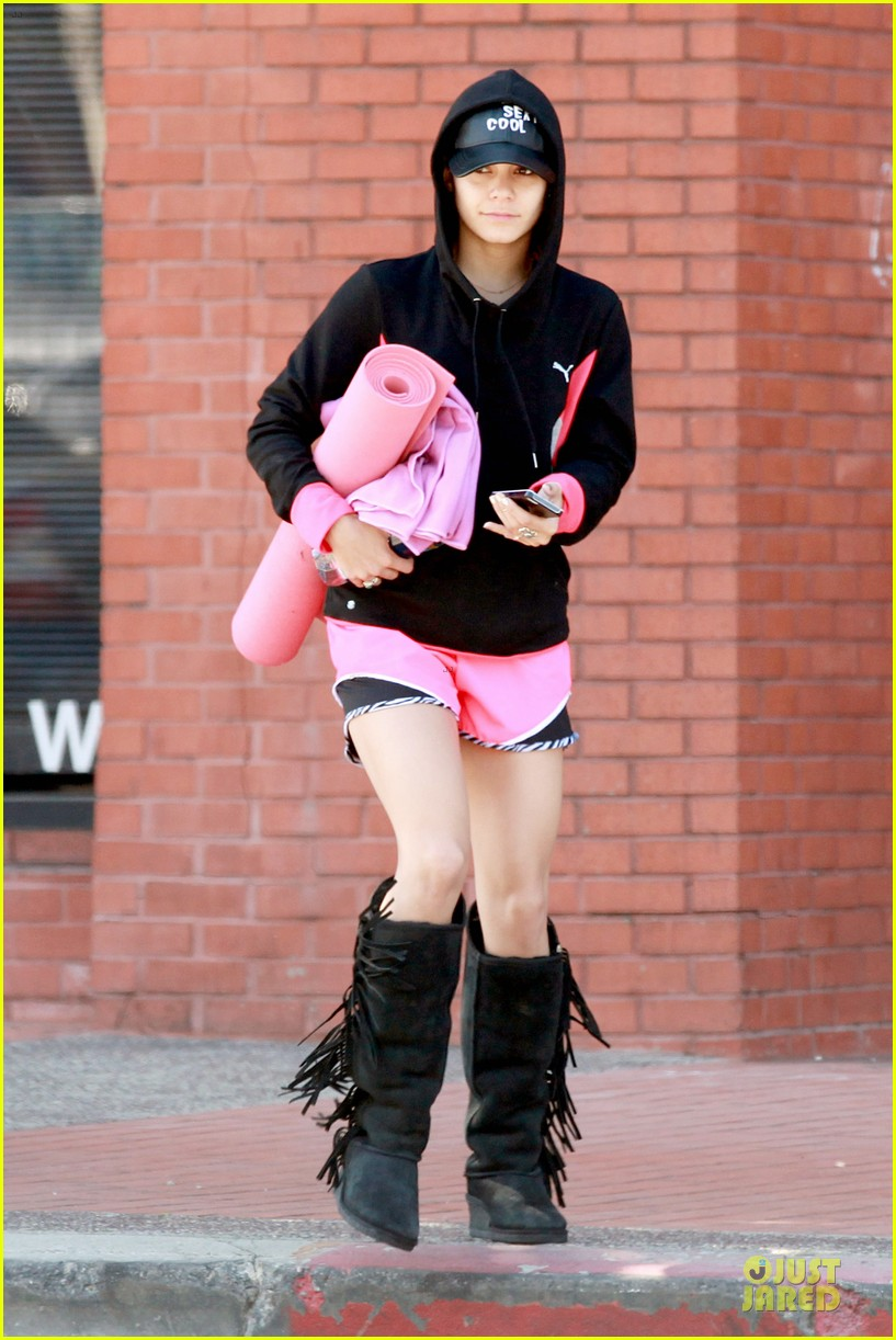 vanessa hudgens fringe statement at the gym 013085113