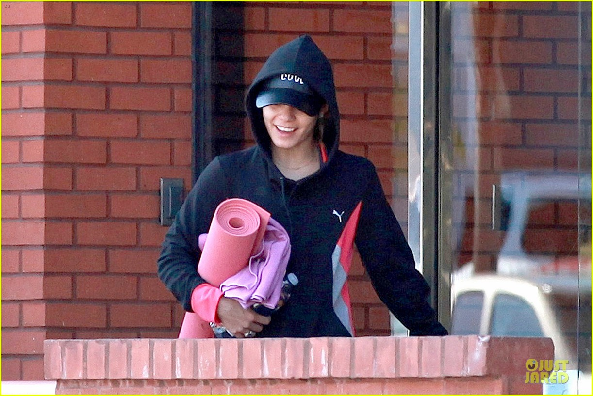 vanessa hudgens fringe statement at the gym 083085120