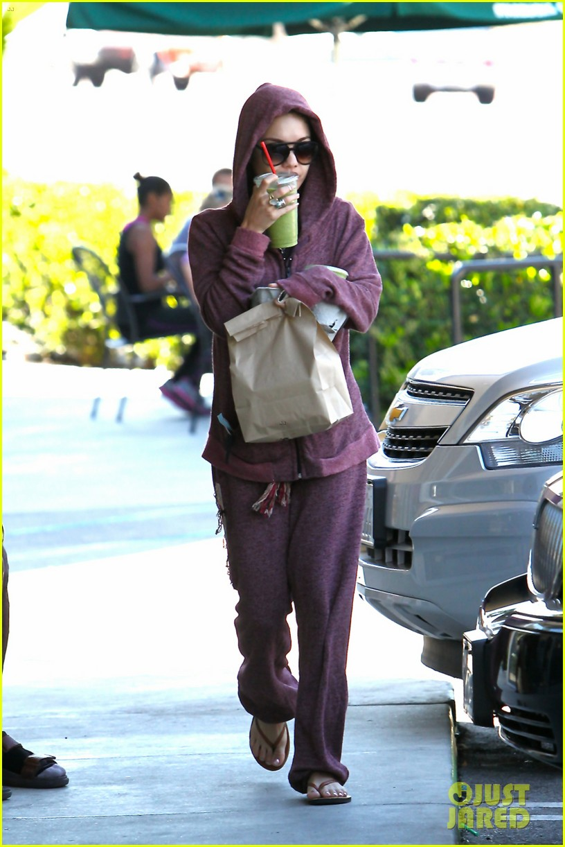 vanessa hudgens head to to purple at gym 10