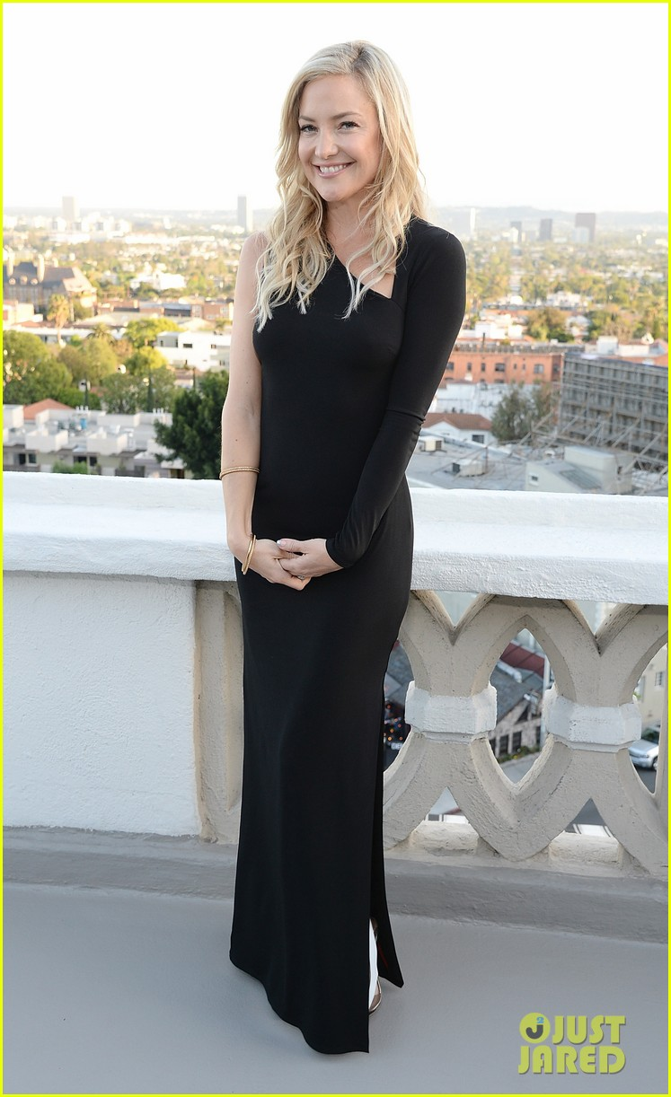 kate hudson sleek chic for anne taylor little black dress collection 07