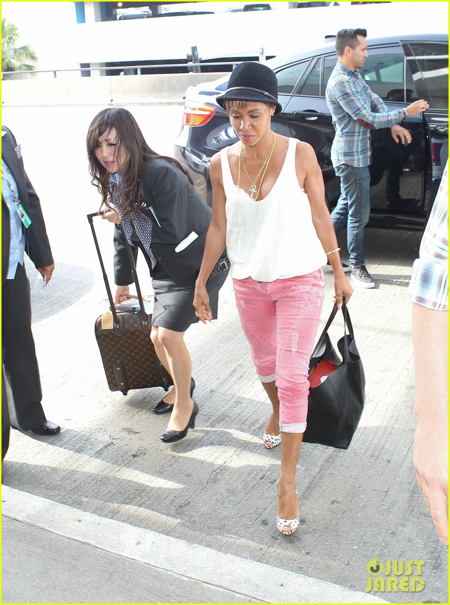 jada pinkett smith goes blonde displays lighter hair under her hat 013096700