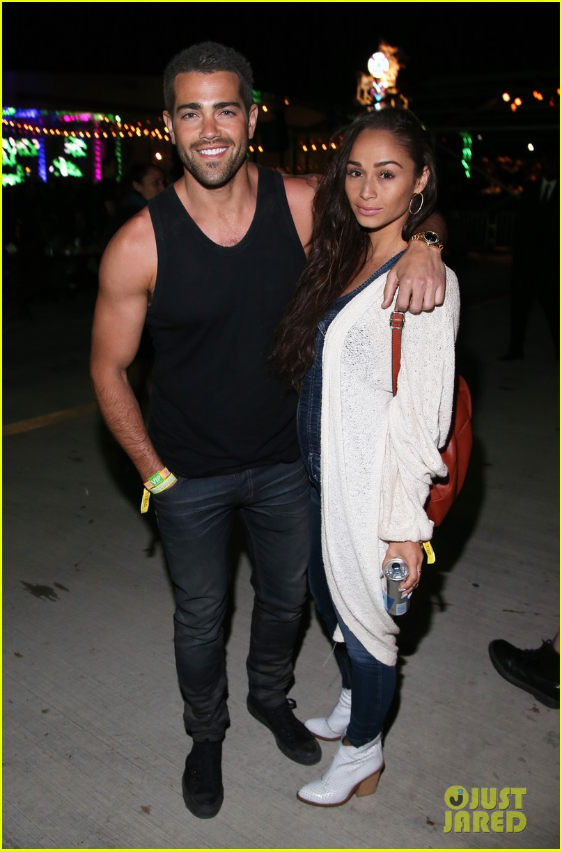 jesse metcalfe cara santana couple up neon carnival 013090501