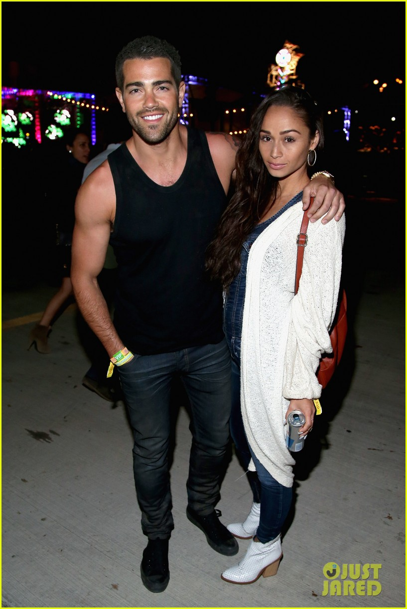 jesse metcalfe cara santana couple up neon carnival 05